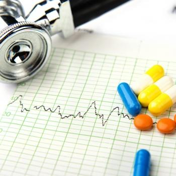 Stethoscope and pills on graph